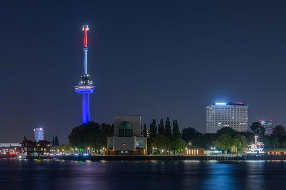 De Euromast in Rotterdam in Rood, Wit, Blauw