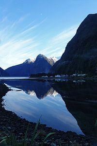 Zonsopgang bij Milford Sound in Nieuw Zeeland