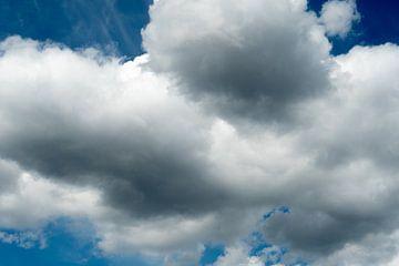 Kijkend naar de lucht en de wolken van JM de Jong-Jansen