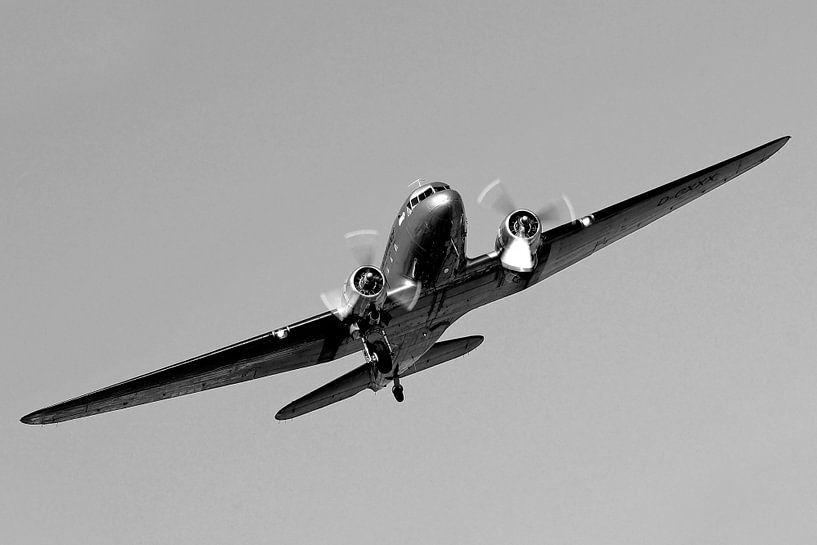 Raisin bommenwerper in vlucht boven Berlijn van Frank Herrmann
