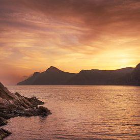 zonsondergang aan de Mediterraanse zee van Marinus Engbers