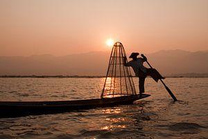 Visser op Inle Lake in Myanmar van Carolien van den Brink