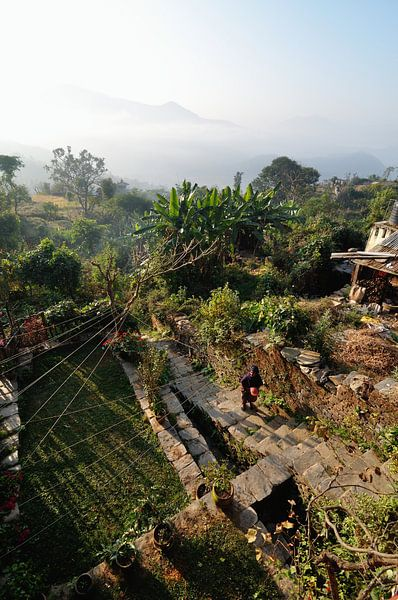 Ochtendwandeling door de wolken (Bandipur Nepal) van Wiljo van Essen