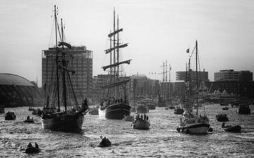 Ships in counterlight sur Ruud van der Lubben