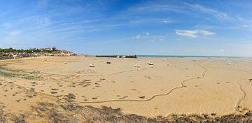 Eb op het strand van Cancale panorama von Dennis van de Water