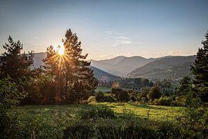Avondlicht in berglandschap van Pierre Verhoeven