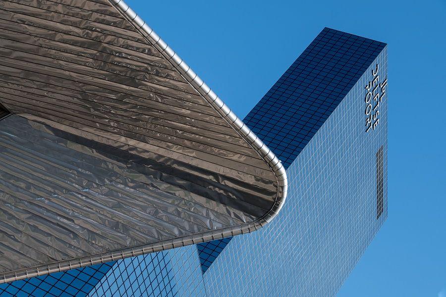 Rotterdam Centraal Station met de Delftse Poort van Mark De Rooij