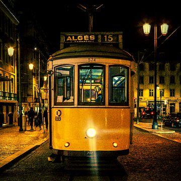 Tram - Lissabon (kleur) van Rob van der Pijll