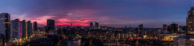 Panorama Rotterdam zonsondergang van Rob van de Graaf