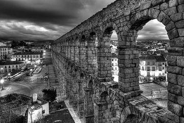 Spanien, Segovia :  Roemisches Aquaedukt mit Plaza de Azuguejo von Torsten Krüger