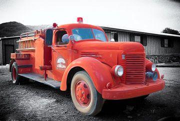 Death Valley Firetruck van Rene van Heerdt