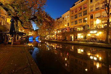 Oudegracht in Utrecht tussen Bezembrug en Bakkerbrug sur Donker Utrecht