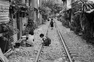 Kinder spielen in Bangkok von Bart van Lier