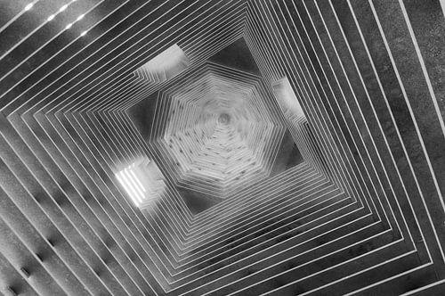 Abstract zwart wit vierkant met diagonale lijnen. van