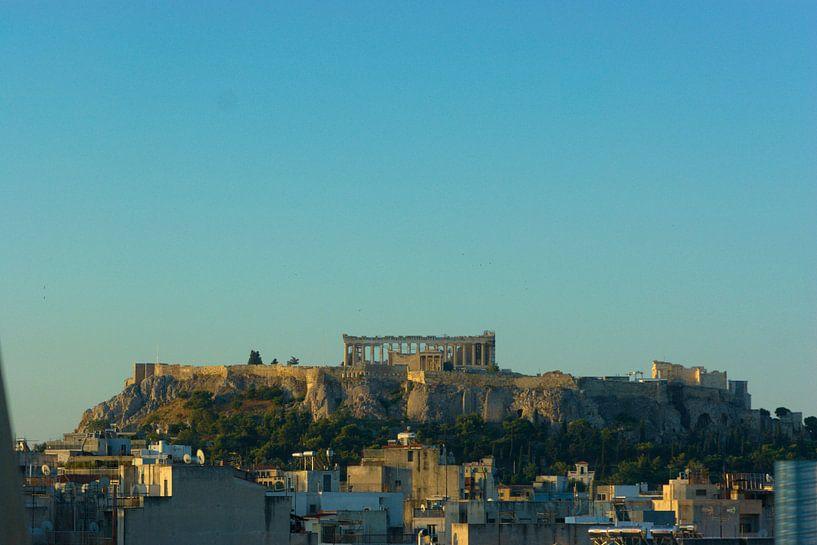 Stadsgezicht Athene met de Akropolis van Natasja Tollenaar