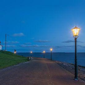 Blauwe uur van bij de vuurtoren van Urk (Flevoland) van Ardi Mulder