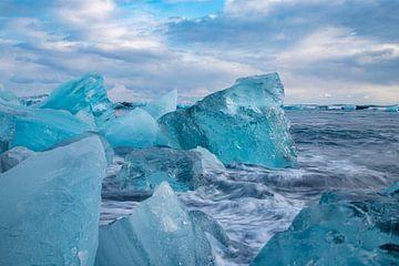 Island, Diamond Beach, Eisberge am Strand von Gert Hilbink
