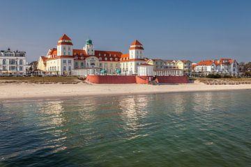 Strand en kuuroord in Binz op het eiland Rügen aan de Oostzee van Christian Müringer
