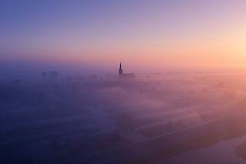 Mistige ochtend bij Schermerhorn van Niels Tichelaar