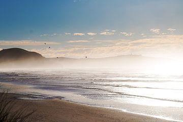 Nebliger Strand in Neuseeland von Kirsten van der Zee