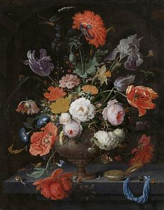 Stilleven met bloemen en een horloge van