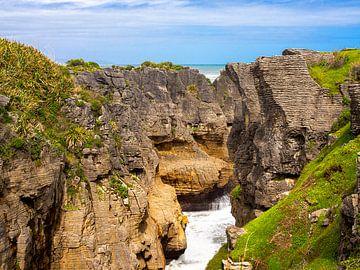 Pancake Rocks westkust zuidereiland Nieuw-Zeeland van Rik Pijnenburg