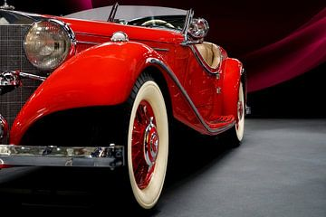 Schnitt eines roten Automobilklassikers van Andre Sinzger