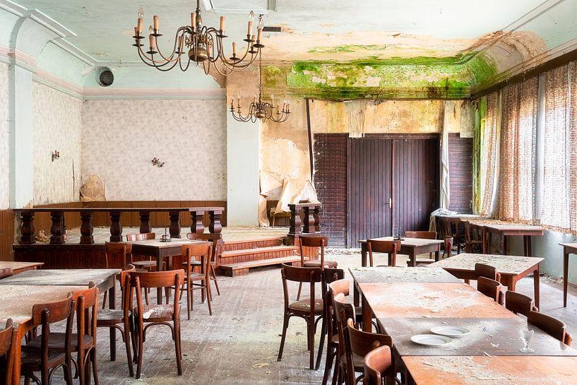 Verlassener Speisesaal in Verfall. von Roman Robroek