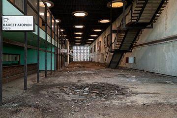 Verlassene Flughafenhalle. von Roman Robroek