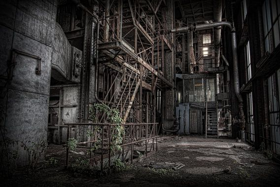 Verlaten energiecentrale 3 van Eus Driessen