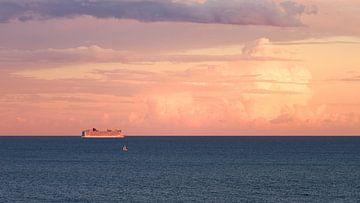 Sonnenuntergang-Kreuzfahrtschiff von Yannick Lefevre