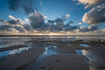 Wolken über der Nordsee von Michel Knikker
