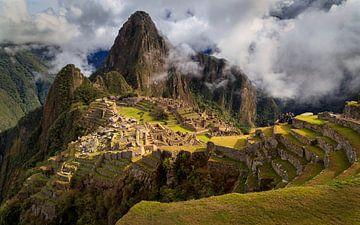 Machu Picchu im Sonnenlicht von Joram Janssen