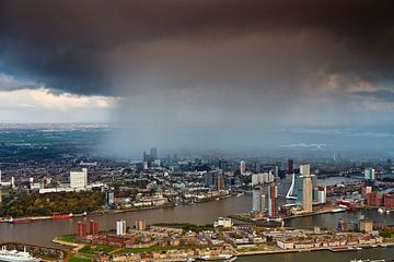 Bui boven Rotterdam vanuit de lucht gezien van