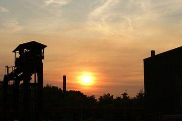 Zonsondergang bij Zollverein van Dennis Vorberg