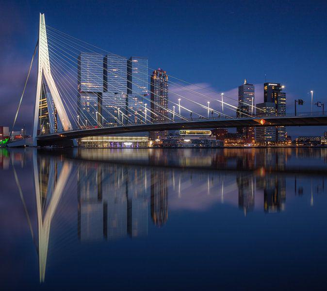 Rotterdam skyline reflections van Ilya Korzelius