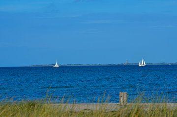 Küste der Ostsee mit zwei Segelbooten von Luca Schmidt
