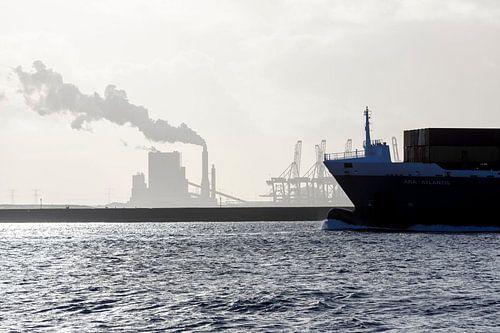 scheepvaart op de Nieuwe Waterweg van Rick Keus