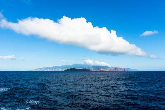 Wolk boven Madeira van Michel van Kooten