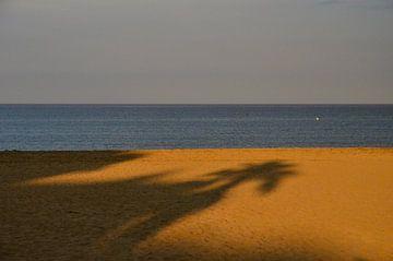 Schaduw op het strand sur Jaco Verheul