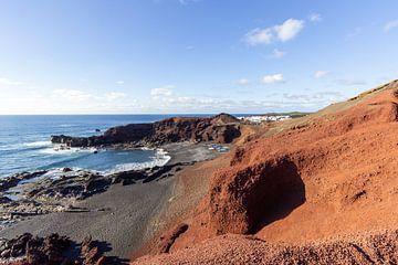 Küstenabschnitt bei El Golfo auf der Insel Lanzarote von Reiner Conrad