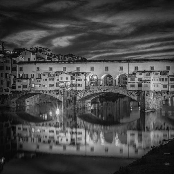 Italië in vierkant zwart wit, Florence, Ponte Vecchio van Teun Ruijters