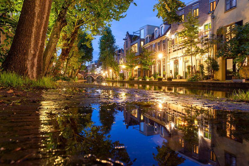 Avond in Utrecht Oudegracht, Vollersbrug en Twijnstraat aan de Werf van André Russcher