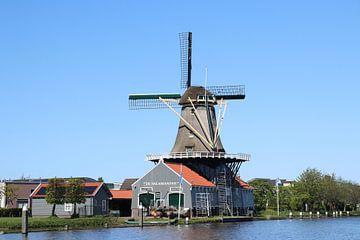 Die Salamander-Windmühle am Fluss Vliet in Leidschendam von André Muller