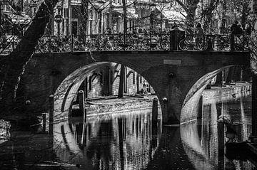 Utrecht, brug over de Oudegracht, zwart wit
