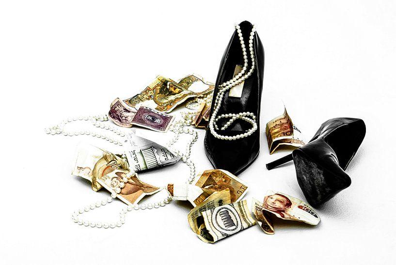 Money & Jewelry = love? van Norbert Sülzner