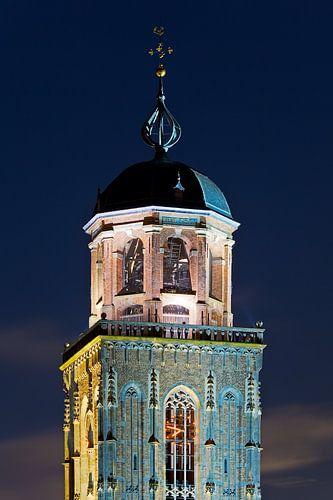 Top van de Lebuïnuskerk te Deventer verlicht van Anton de Zeeuw