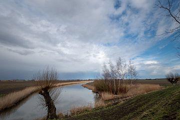De Hollandse polder in de winter. van Marco Lodder
