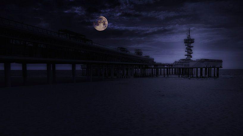 Maan over de Pier van Jan van der Knaap