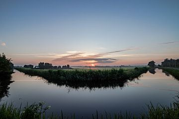 Niederländische Landschaft Sonnenuntergang Sonnenaufgang Wiesengraben von Déwy de Wit